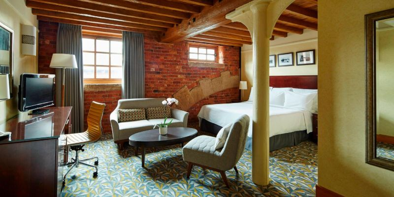 Marriott Manchester Victoria and Albert - guest rooms