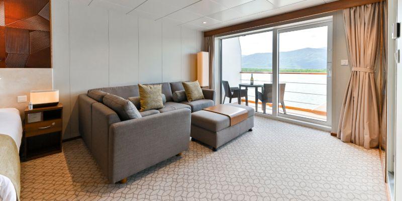Coral Geographer - Bridge Deck Suite